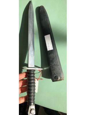 Rabljen bajonet z etuiem