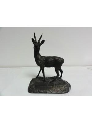 Rabljeni bronasti srnjak kot darilo za lovce