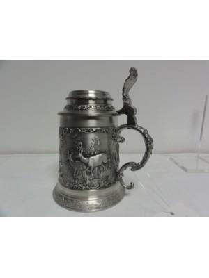 Rabljeni poliček iz cina z lovskim motivom kot darilo za lovce