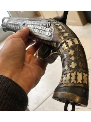 Dekorativna rabljena pištola z lesenim ogrodjem (228228)