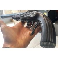 Dekorativna rabljena pištola z lesenim ogrodjem (445445)