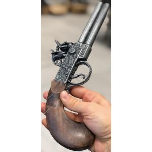 Dekorativna rabljena pištola z lesenim ročajem