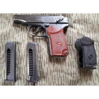 PRIHAJA!!! Makarov rabljena pištola, kal. 9x18 (2 nabojnika in dodatni ročaji)