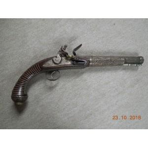 Dekorativna pištola iz mesinga in lesa