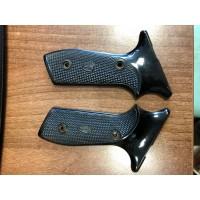 Rabljeni plastični ročaji za malokalibrsko pištolo Margolin, kal. 22 LR