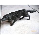 Odlitek lovskega psa iz kovine